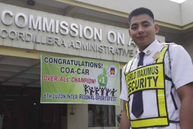 NEW LAWYER'S LAST FEW DAYSONTHE JOB Commission on Audit security guard Roy Lawagan could be counting the days till May 15, when he quits his job and joins a law firm inManila. Lawagan joined some 1,700 new lawyers when he passed the 2015 bar exams. RICHARD BALONGLONG/INQUIRER NORTHERN LUZON Read more: https://newsinfo.inquirer.net/783315/baguio-sikyu-is-now-a-lawyer#ixzz47jU5TcrQ Follow us: @inquirerdotnet on Twitter | inquirerdotnet on Facebook